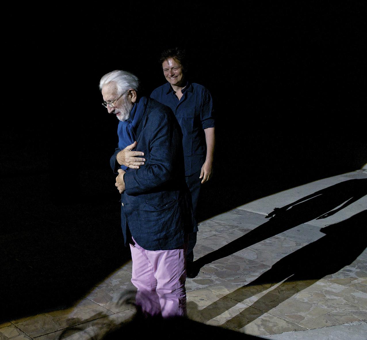 ©Robert Leslie Lucien tire sa révérence, Théâtre Antique, Arles Rencontres 2014.